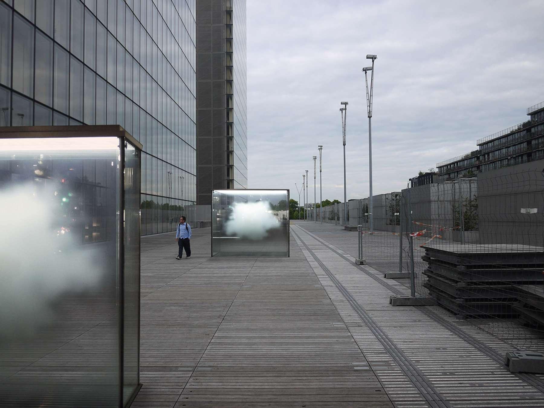 Particules elementaires Architecte Leandro Erlich